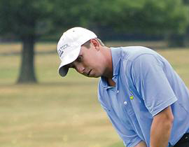 Bogey-free Haley retains lead midway